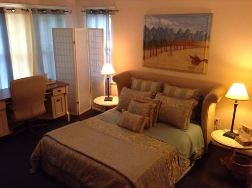 mpd bed and breakfast in miami fl free internet non smoking rooms. Black Bedroom Furniture Sets. Home Design Ideas