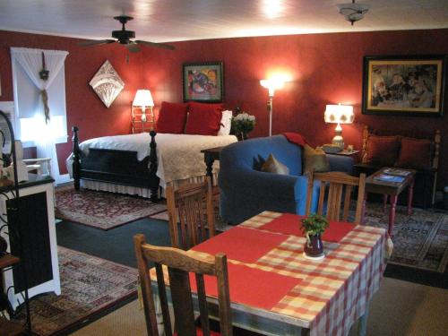 Apartment A, A Bed and Breakfast Cottage Photo
