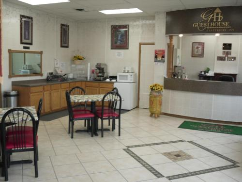Canterbury Inn & Suites - Parsons, KS 67357