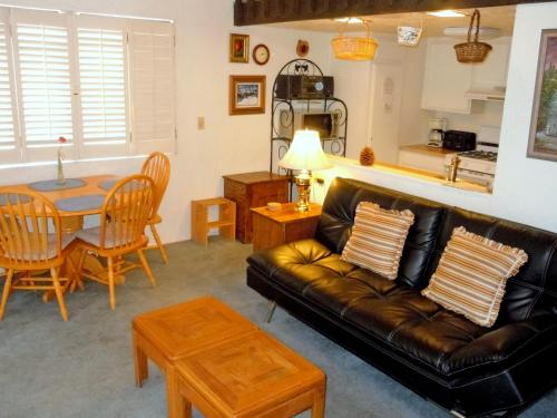 Three-Bedroom Deluxe Townhouse Unit #2 by Snow Summit Townhouses Photo