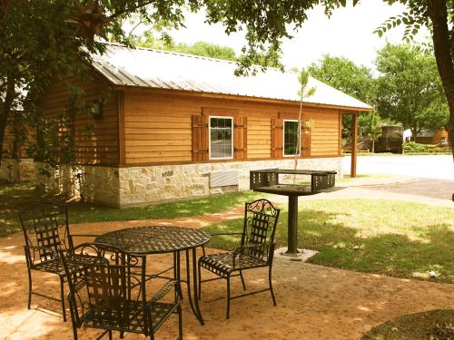 Rustic Creek Ranch Resort at North Jellystone Park Photo