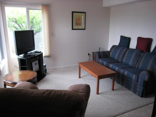 Peachland Lakeview Vacation Suite Photo