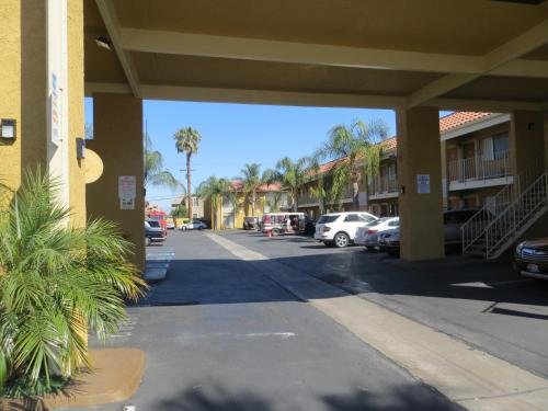 Riverside Inn & Suites Photo