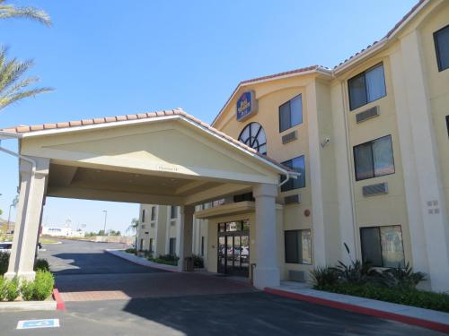 Best Western Plus Lake Elsinore Inn & Suites Photo