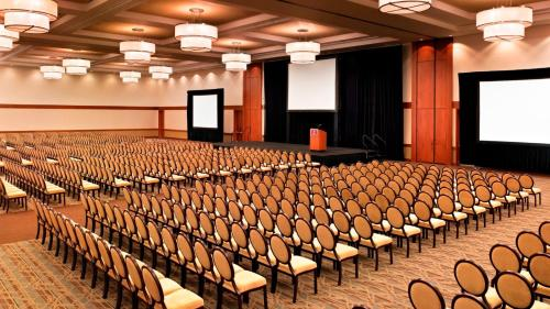 Sheraton Hotel Fairplex & Conference Center Photo