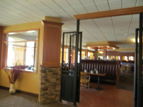 Athabasca Valley Inn & Suites Photo