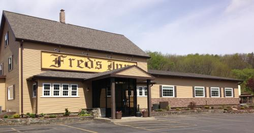 Fred's Inn Restaurant & Lodging Photo