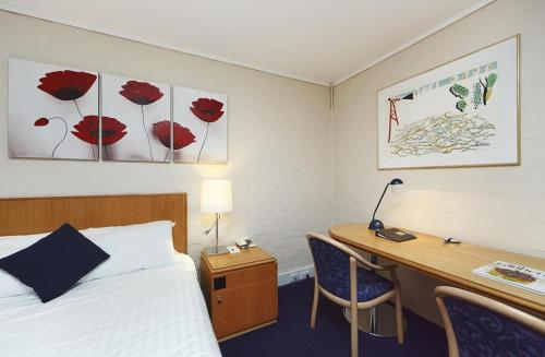 ibis Styles Canberra photo 32