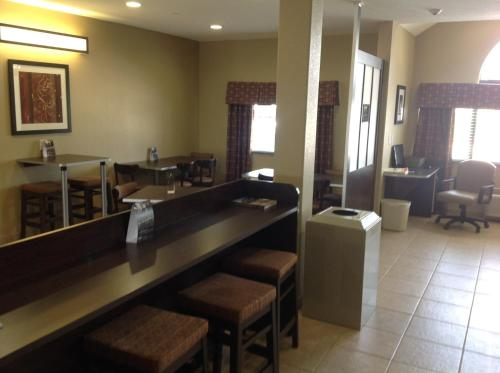 Microtel Inn & Suites Gonzales Photo