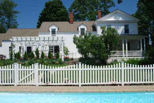 Applewood Manor Bed & Breakfast