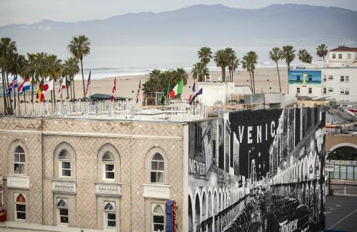 hotel erwin venice ca united states overview. Black Bedroom Furniture Sets. Home Design Ideas