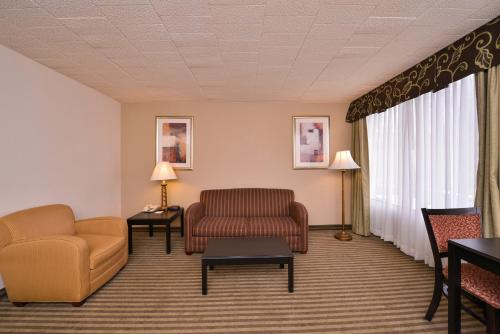 Quality Inn & Suites Indiana Photo