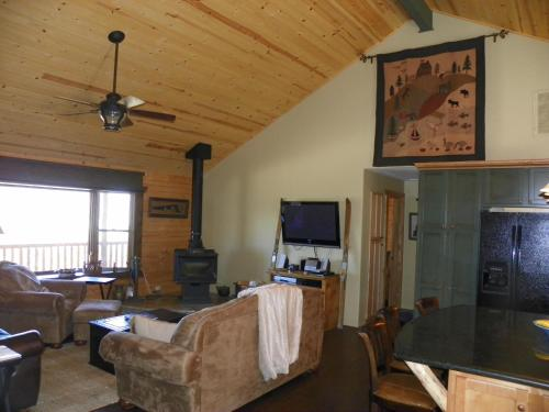 Laz S Ranch By Village Reservations - Big Bear Lake, CA 92315