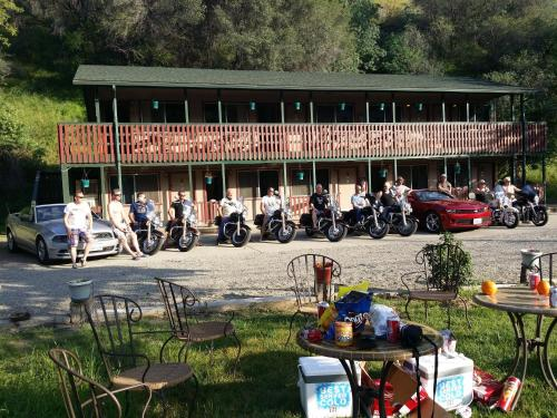 The River Inn - Three Rivers, CA 93271