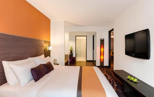 Radisson Suites Bangkok Sukhumvit photo 11