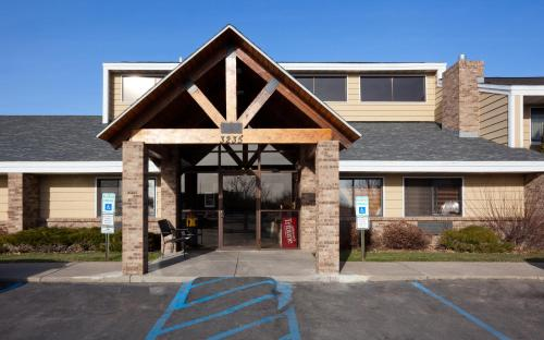 AmericInn Lodge & Suites - Bismarck Photo