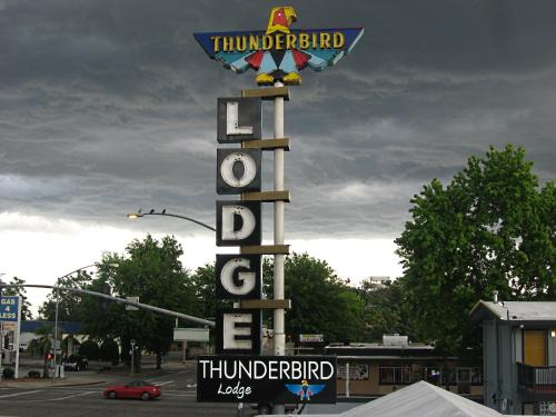Thunderbird Lodge - Redding, CA 96001