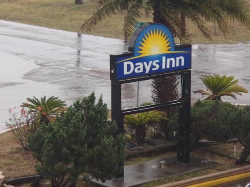 Days Inn Corpus Christi Beach Photo