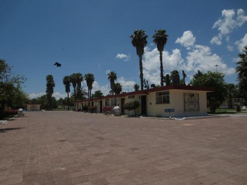 Hotel Las Palmas Midway Inn Photo
