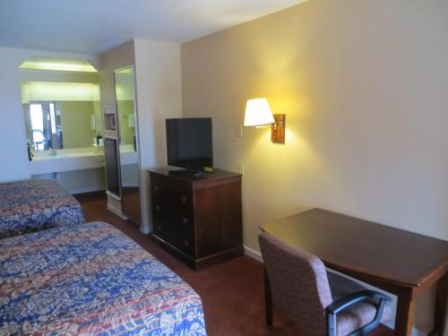 Pleasanton Executive Inn Photo