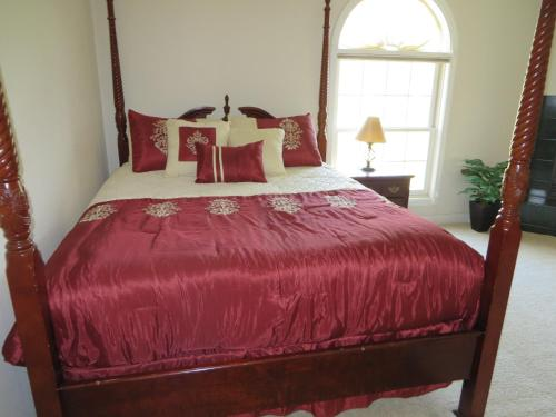 Lafayette Manor & Winery Bed & Breakfast Photo