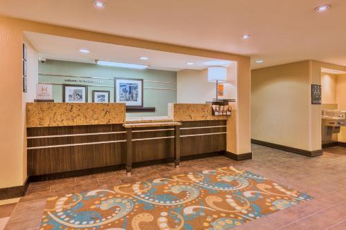 Hampton Inn Bakersfield - Central Photo