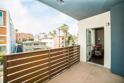 Hollywood Sign Apartment Photo