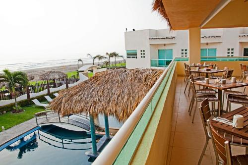 Artisan Family Hotels and Resort Collection Playa Esmeralda Photo