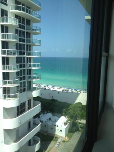 Ocean View Apartment in Miami Beach Photo