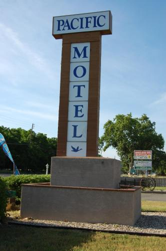 Pacific Motel Photo