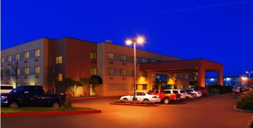 Oxford Suites Redding