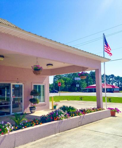 Picture of Garden Inn & Suites - Metter/><p class=