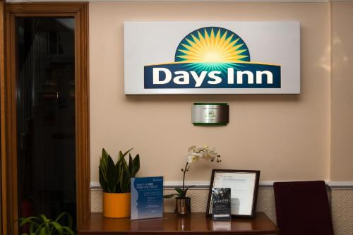 Days Inn Hyde Park photo 18