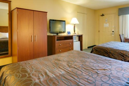 Best Western Santee Lodge - Santee, CA 92071