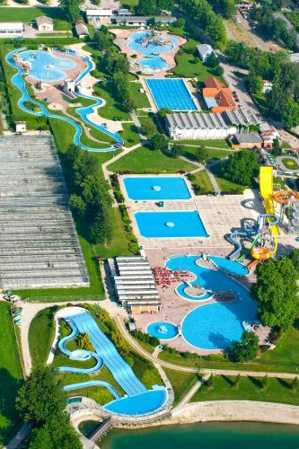 Happy Camp Mobile Homes in Camping Terme Catez