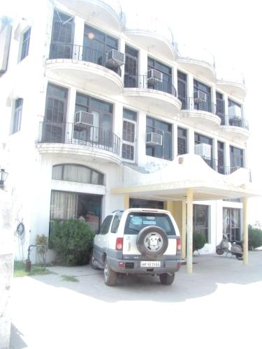 Yamini Guest House And Restaurant