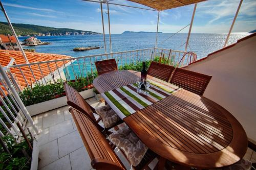 Mira Sea Front Guesthouse