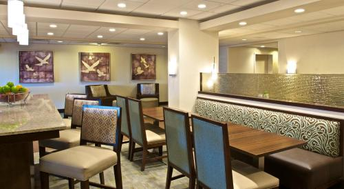 Hampton Inn Evansville Photo