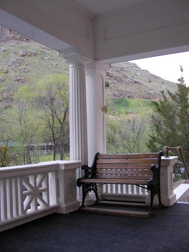Riverside Hot Springs Inn & Spa Photo