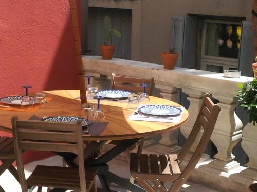 la terrasse du march aux fleurs montpellier. Black Bedroom Furniture Sets. Home Design Ideas