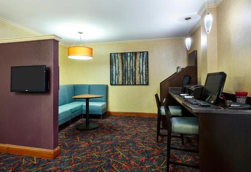 Residence Inn Houston by The Galleria Photo