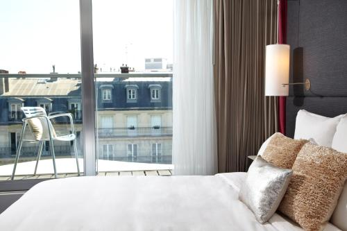 Renaissance Paris Arc De Triomphe Hotel, A Marriott Luxury & Lifestyle Hotel photo 9
