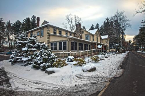 Woodfield Manor Resort: A Sundance Vacations Resort Photo