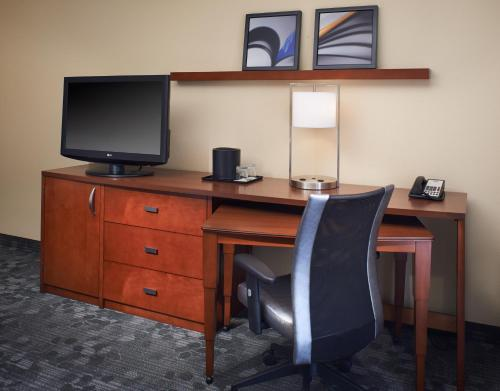 Courtyard by Marriott Rockford Photo