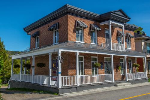 Baie saint paul hotels hotel booking in baie saint paul for Auberge maison otis