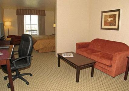 Comfort Inn & Suites Henderson Photo