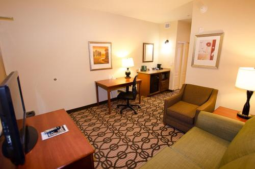 Holiday Inn Express Hotel & Suites Lagrange I-85 Photo