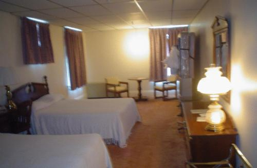 Old National Hotel Photo