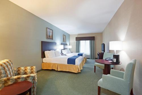 Holiday Inn Express and Suites Meriden Photo
