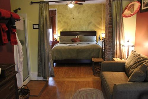 Whispering Pines Bed and Breakfast Photo